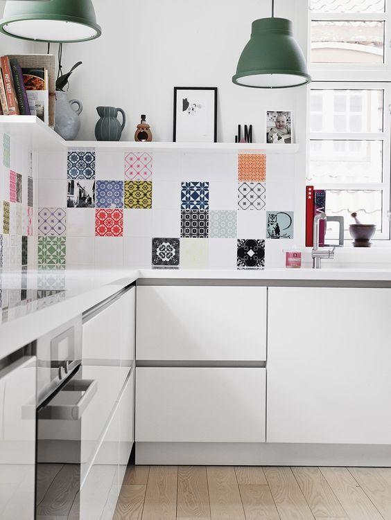 mescle os azulejos da cozinha para adesivar