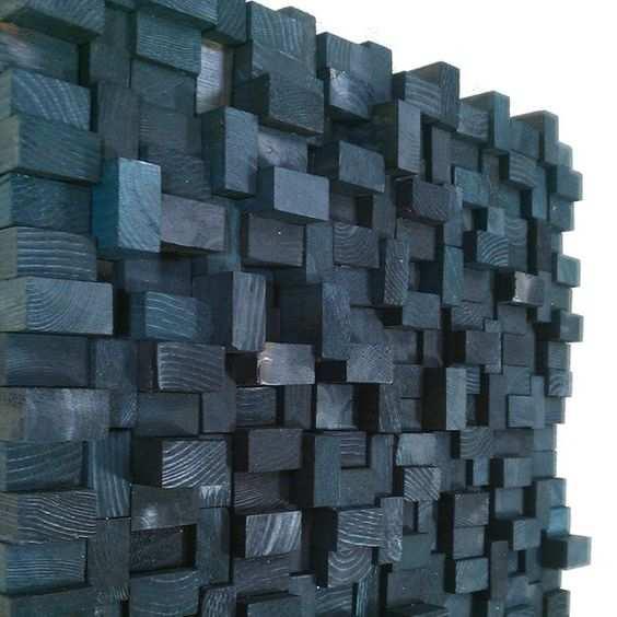 Blocos de madeira na parede