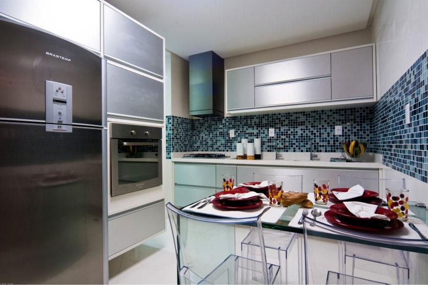 Cozinha simples azulejada