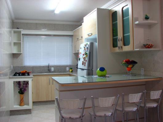 Cozinha simples com bancada