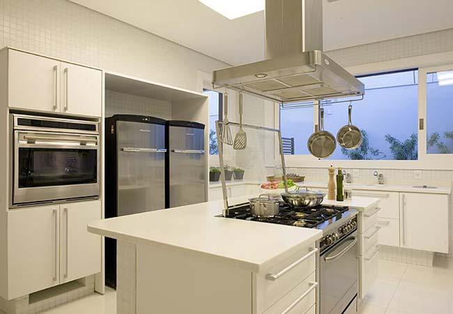 Cozinha simples com ilha