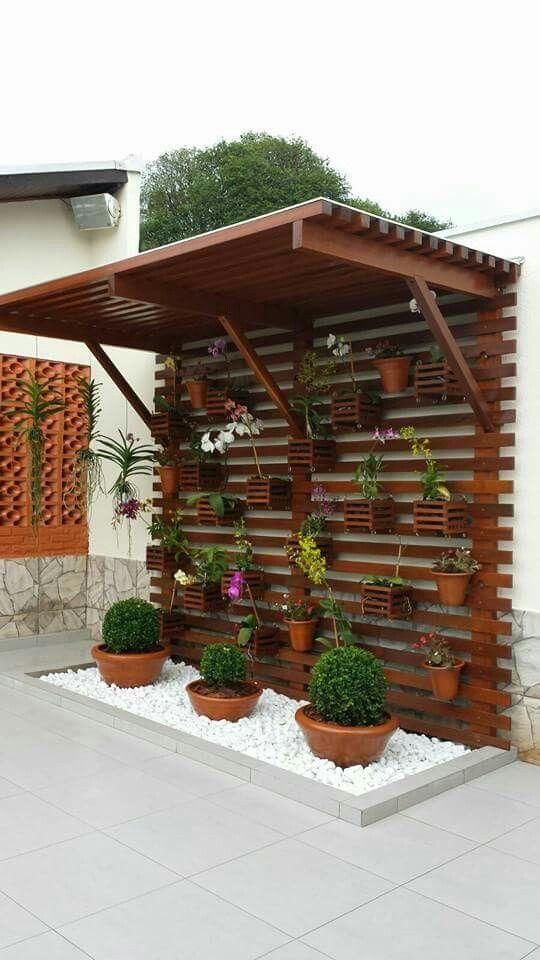 Painel de pallet para plantas coberto
