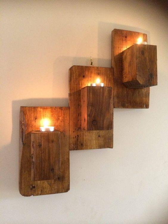 Três luminárias