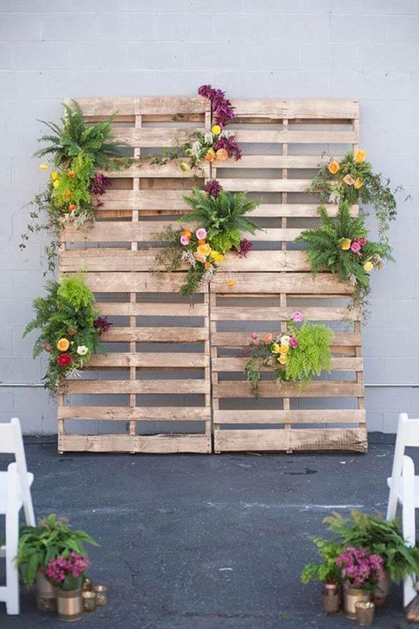 painel com flores e folhagens