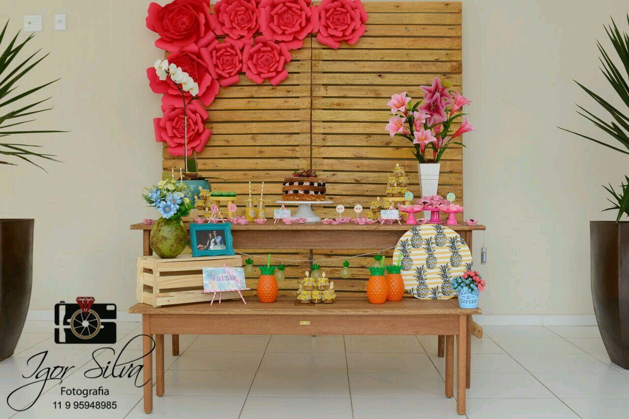 painel de pallet com flores de papel flores vermelha