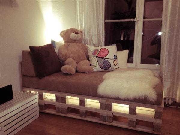 palete estilo sofá cama