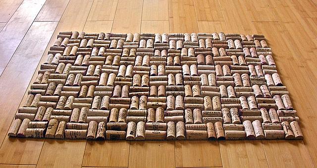 tapetes com grandes rolhas