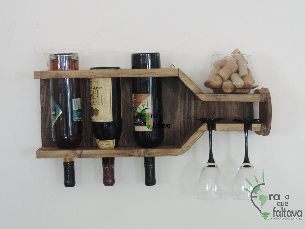 Bar suspenso de pallet em formato de garrafa