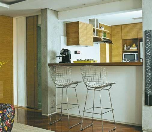 cozinha americana com detalhe madeira
