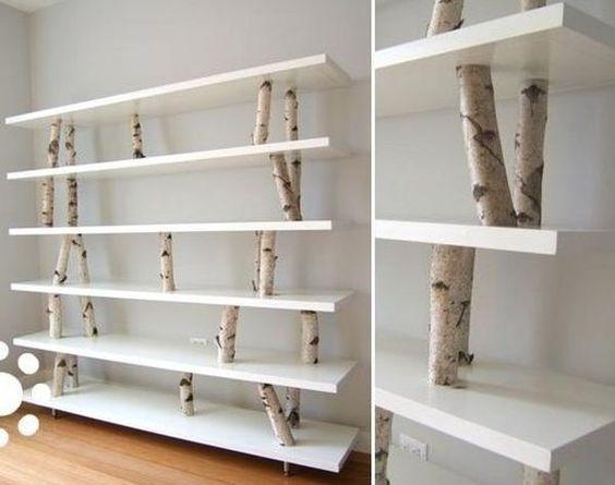 prateleira com troncos