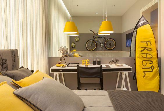 quarto em amarelo e cinza