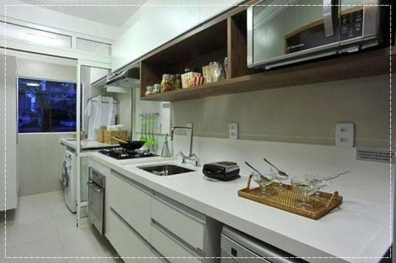 cozinha ao lado da area de serviço