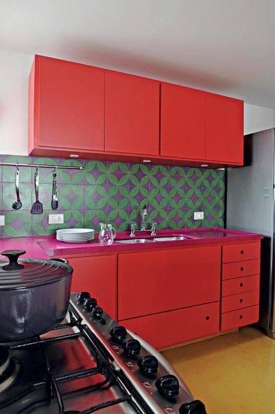 cozinha em vermelho e rosa
