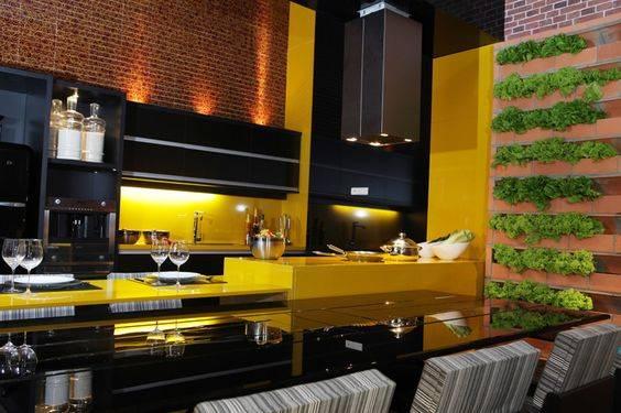 cozinha grande em amarelo