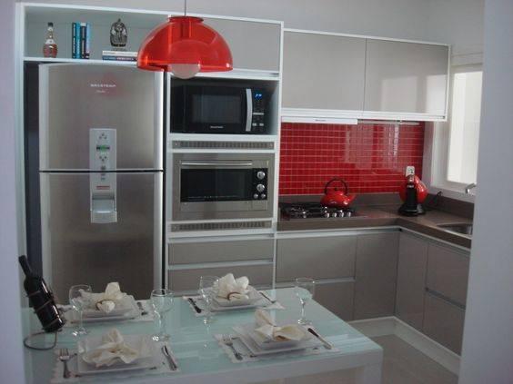 cozinha modulada em vermelho