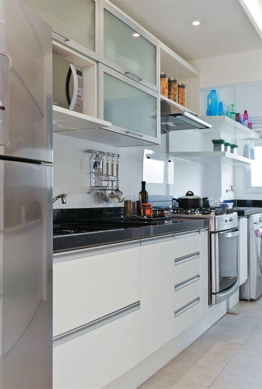 Não é nenhuma novidade em apartamentos, a cozinha ficar logo ao lado