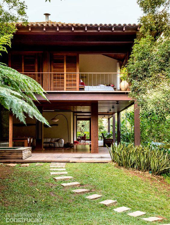 Casas de campo de dois andares de madeira