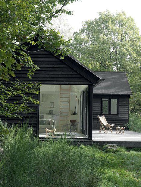 casa de campo com janelao de vidro