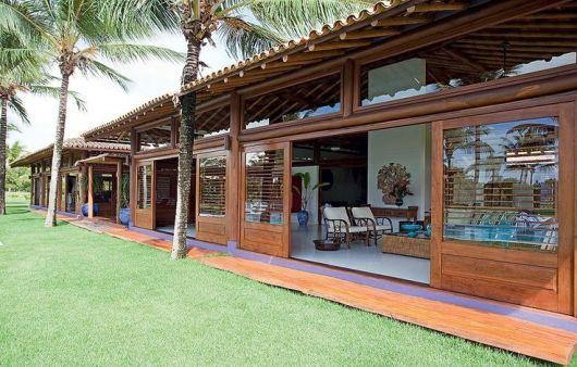 casas de campo madeira e vidro na frente