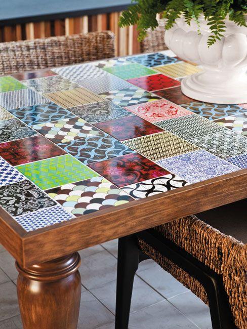 mesa com azulejos