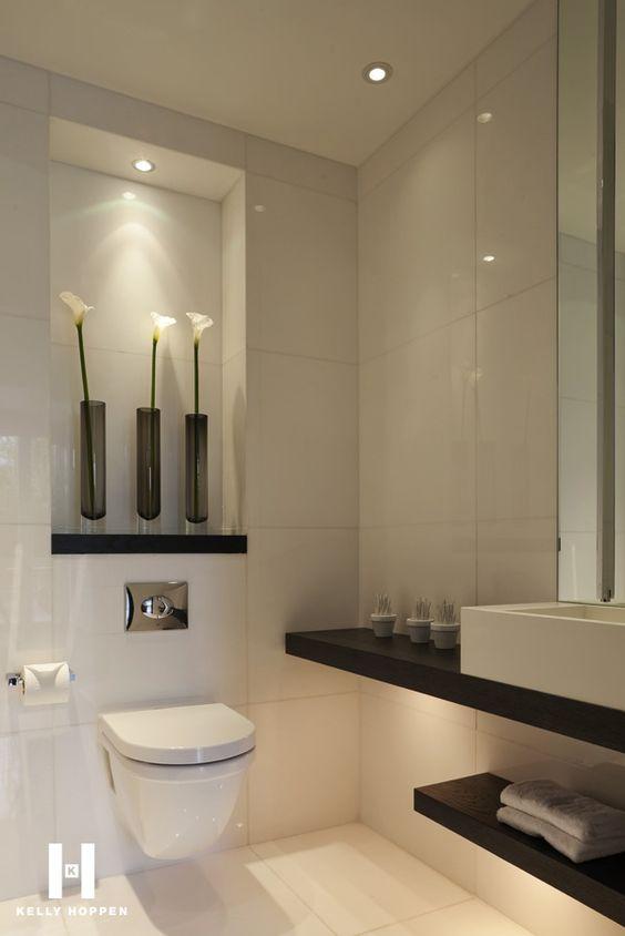 banheiro com decoração clean