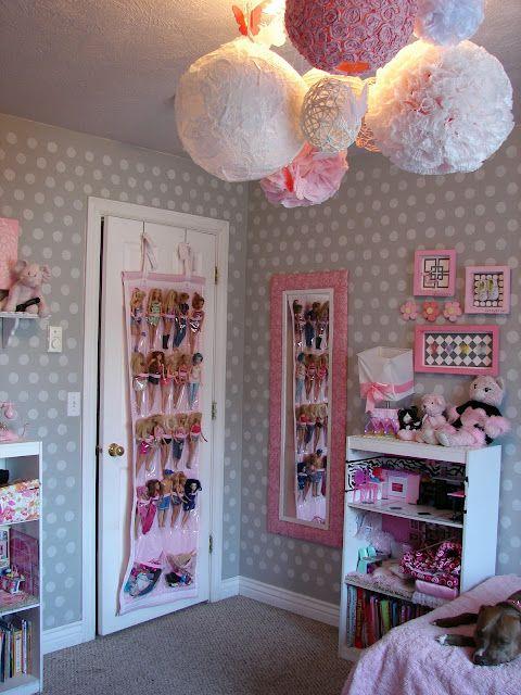 bonecas no quarto de menina