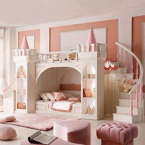 cama com decoração de castelo