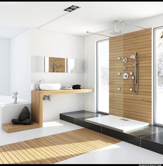 painel de madeira no banheiro