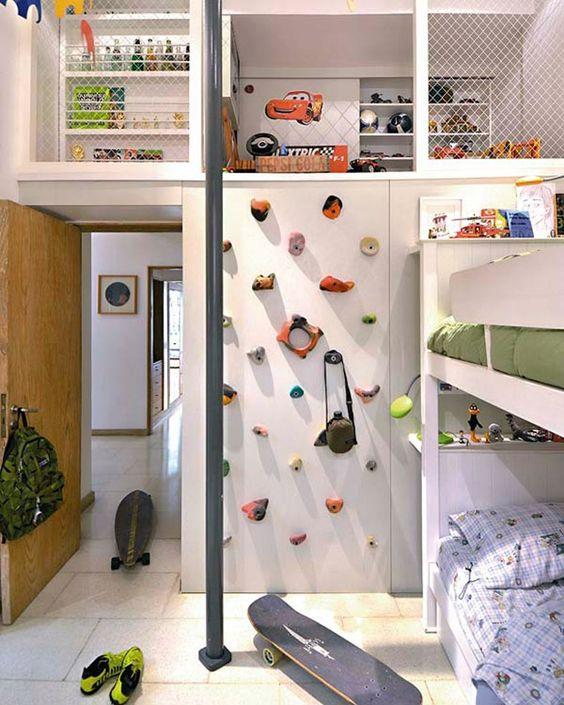 pequena paredde de escalada quarto de menino