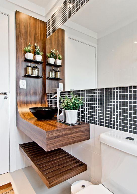 pia de madeira no banheiro