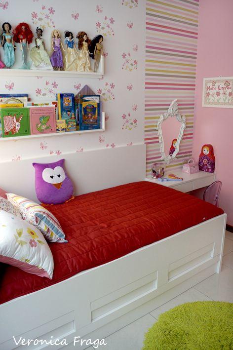 quarto de menian bem decorado