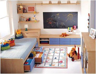 quarto infantil com quadro negro