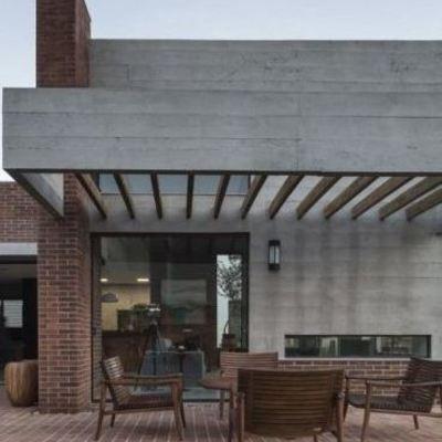 Pergolado de concreto cinza