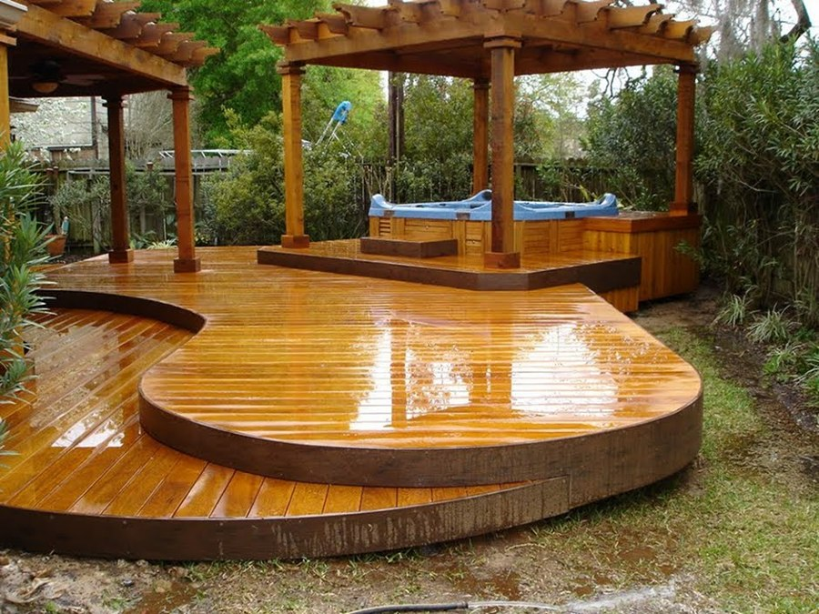 Pergolado e deck com piscina