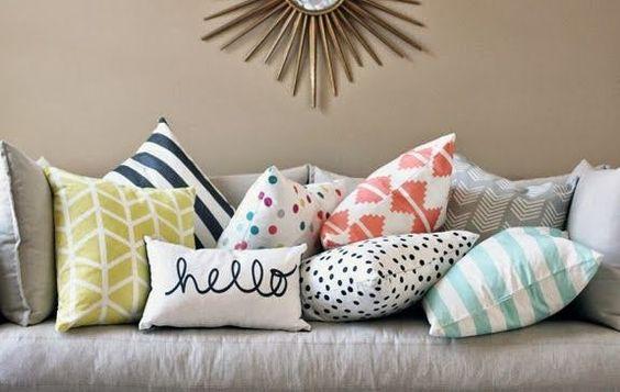 almofadas coloridas na sua sala