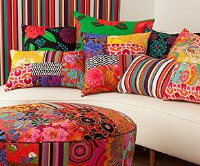 almofadas coloridas para a sala
