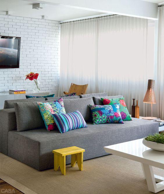 almofadas coloridas simples