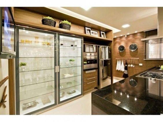 armario de vidro na cozinha