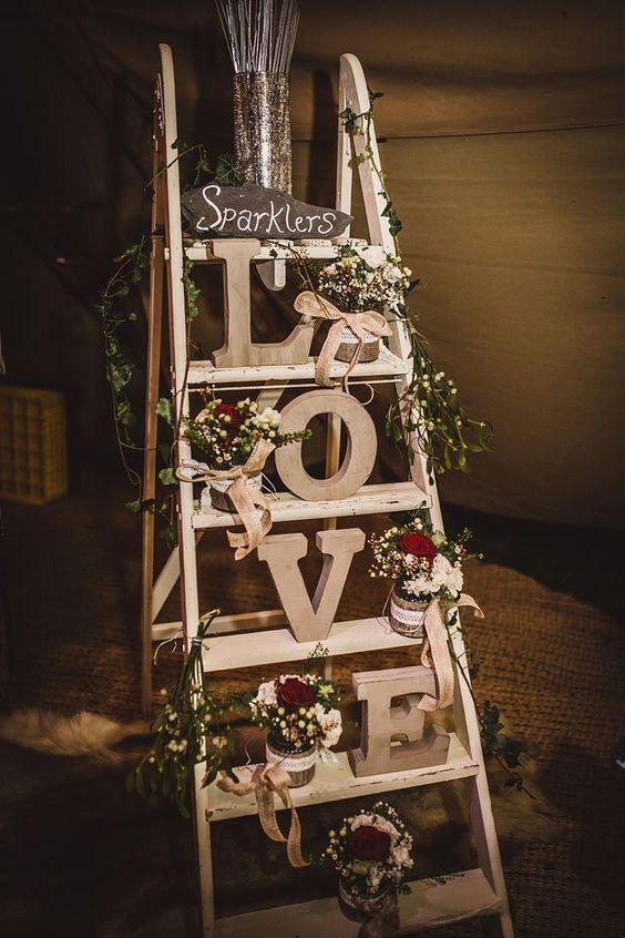 Decora o de casamento veja mais de 110 dicas para voc - Holzleiter dekorieren ...