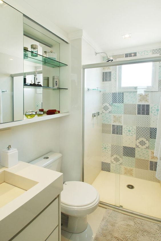 Banheiros Pequenos  100 Formas Diferentes de Decorar Lindamente! -> Projeto Banheiro Apartamento Pequeno
