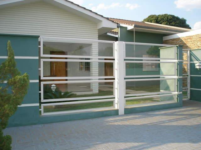 Muro de vidro com grade