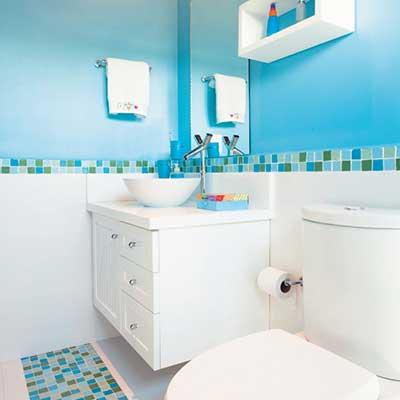 banheiro-azul-fraco