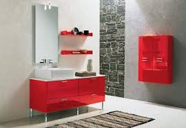 banheiro-com-moveis-vermelhos