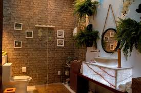 banheiro-com-plantas-e-tijolos