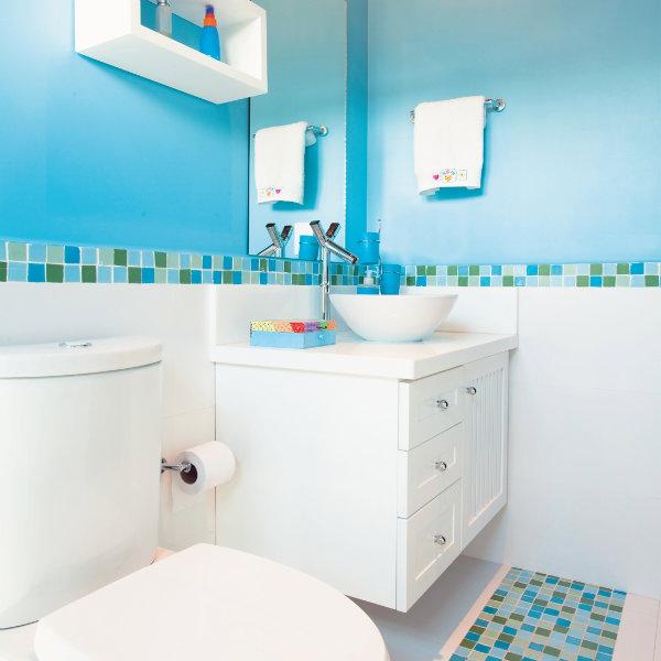 Banheiros Pequenos  100 Formas Diferentes de Decorar Lindamente! -> Banheiros Decorados Azuis