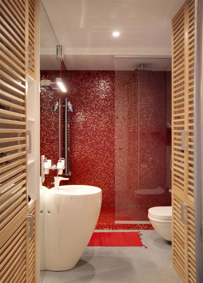 banheiro-vermelho-com-detalhes-dem-madeira