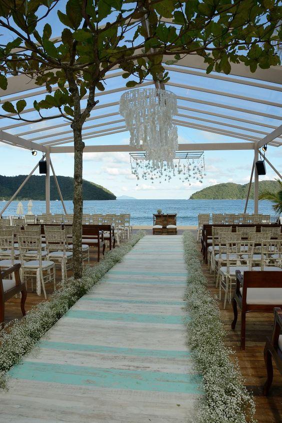 casamento-na-praia-com-piso-de-madeira