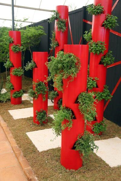 jardim-com-cano-de-pv-vertical