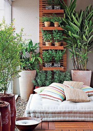 jardim-na-varanda-com-muitas-folhagens