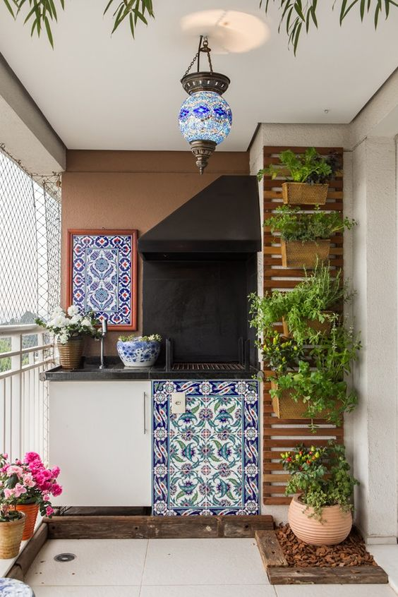 jardim-vertical-na-varanda-com-vhurrasqueira